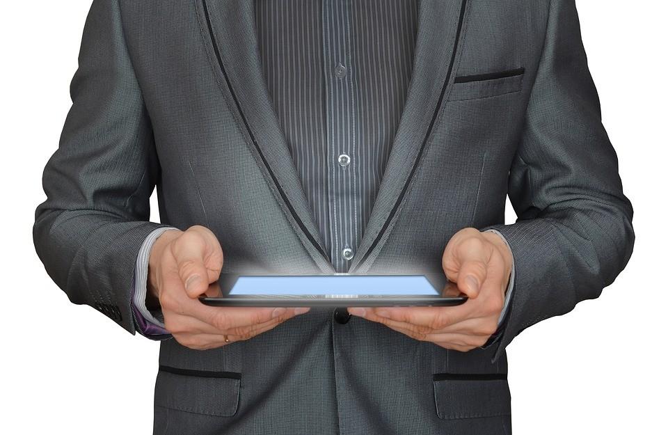 uomo, uomo d'affari, computer tablet